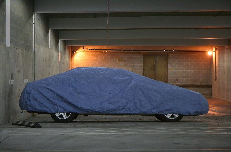 Pokrivalo za avto proti toči je izdelan iz večslojnega materiala